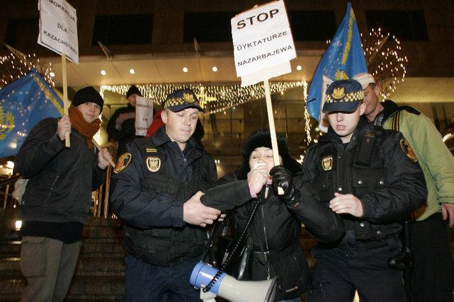 Balli Marzec podczas demonstracji w obronie praw człowieka w Kazachstanie•Fot. Jerzy Gumowski / AG