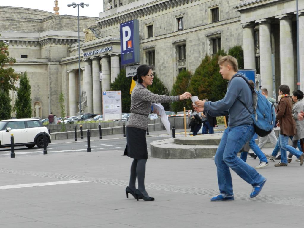 Balli Marzec z listy Kukiz 15 do Sejmu RP przedstawia się wyborcom Warszawy (2)