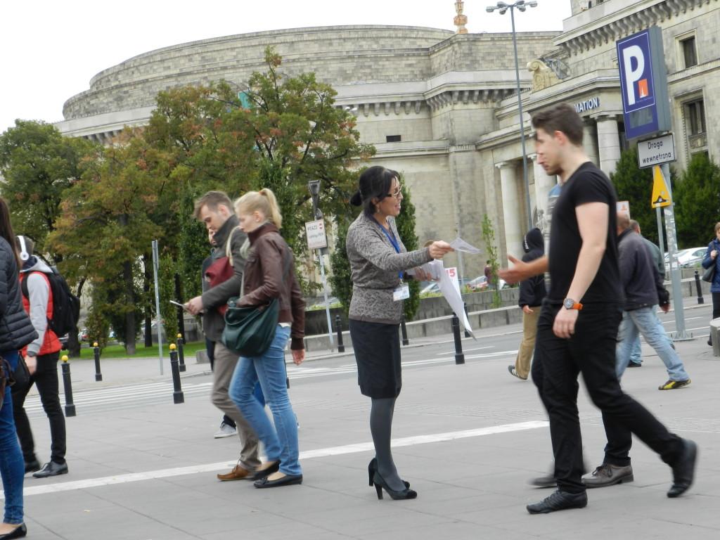 Balli Marzec z listy Kukiz 15 do Sejmu RP przedstawia się wyborcom Warszawy (3)